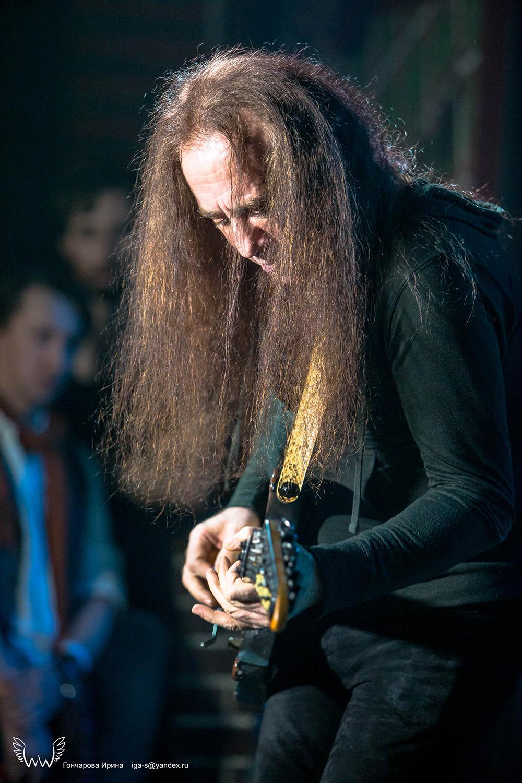 May Lian гитарист